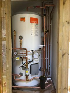 Unvented hot water installation